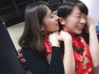 【秋元真夏】乃木撮今日は #キスの日 とのことなので、秋元真夏さんにキスを迫る衛藤美彩さんをご覧ください😘😘😘😘